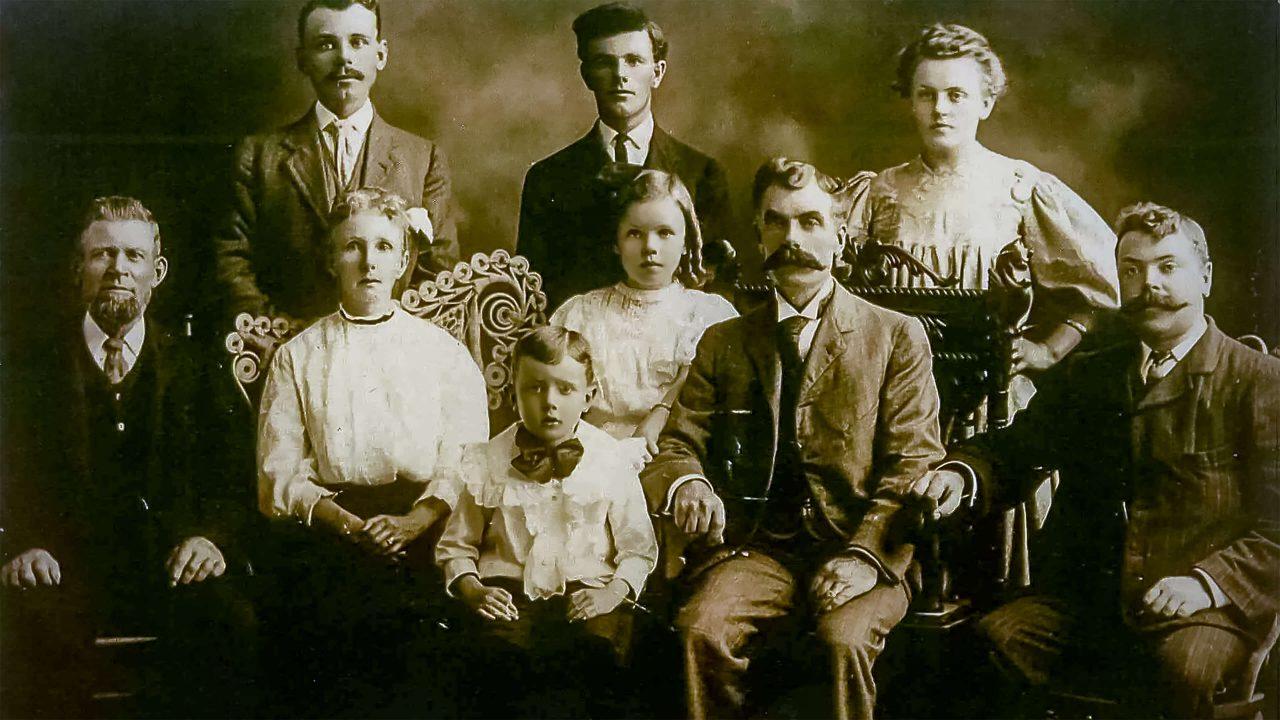 Oude familiefoto van Brianna Lehman bij de pagina over familierecht op de website van notaris Van Stenis Maasland.