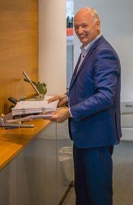 Foto van notaris Van Stenis.